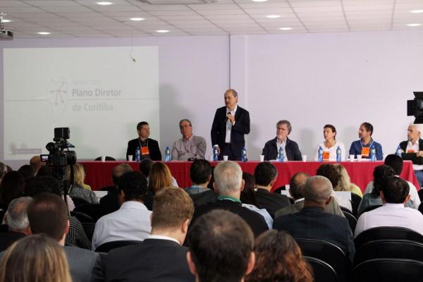 Prefeito Gustavo Fruet abre a Plenária Expandida.